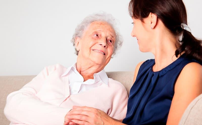 Болезнь Альцгеймера: симптомы глазами близких людей